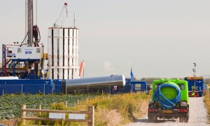A test drilling site for shale gas on the outskirts of Southport, Lancashire. (image source: Alamy)